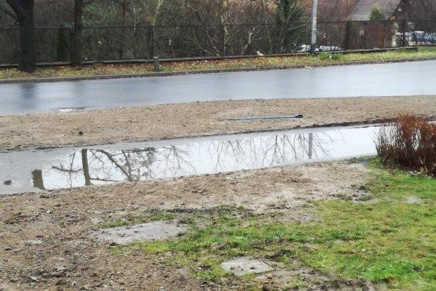 Staroszkolna: basen zamiast chodnika
