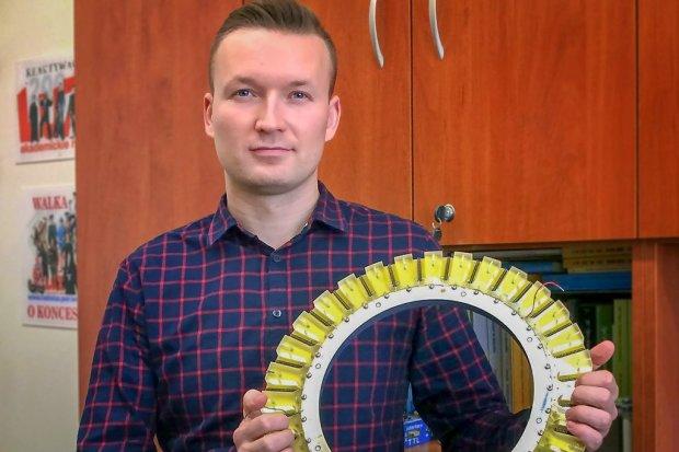 Bolesławianin Mateusz Celmer współtworzy urządzenie wykrywające raka piersi