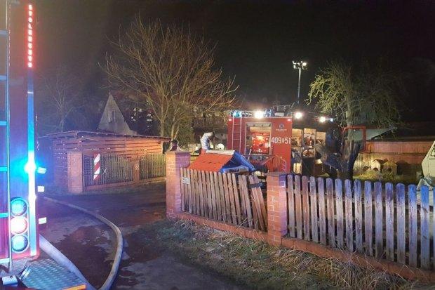 Pożar domu wielorodzinnego we wsi Poświętne koło Parowej