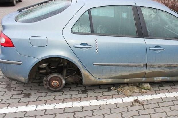 Nastolatkowie ukradli koła z co najmniej 6 aut