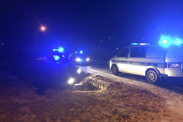 Nocny pościg za 63-latkiem. Uciekinier próbował przejechać policjantów, padły strzały