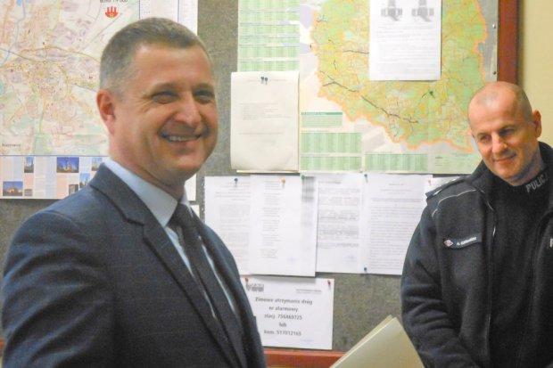 Szef policji w Nowogrodźcu Adam Frączek idzie na emeryturę