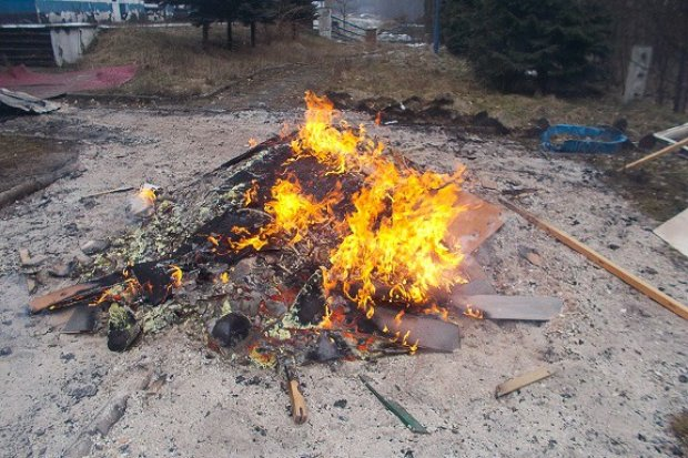 Mandat za ognisko ze śmieci