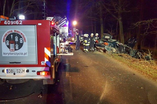 Pijany 20-latek spowodował wypadek. 15-letni pasażer walczy o życie