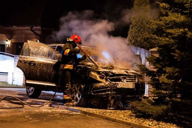 Kolejny pożar auta, tym razem na ul. Czerwonych Maków