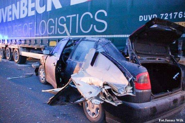 Wypadek na strefie w Wykrotach. Dwie osoby ranne