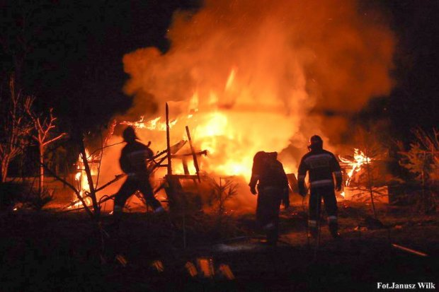 Spłonął dom w Godzieszowie, 5-osobowa rodzina uratowała się
