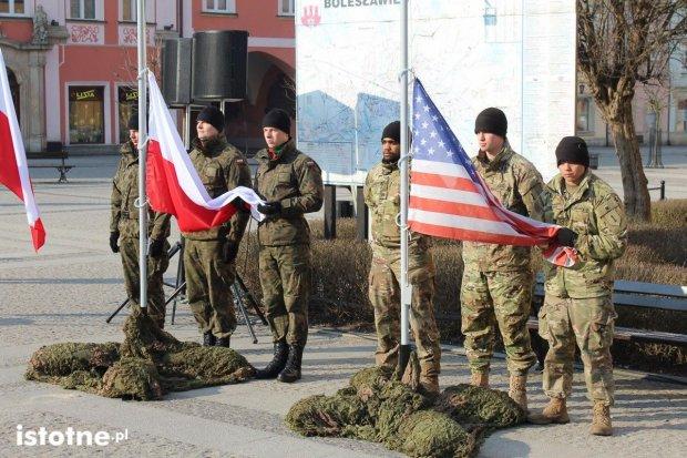 Bolesławiec żegna żołnierzy US Army. Jeden z żołnierzy zasłabł na mrozie