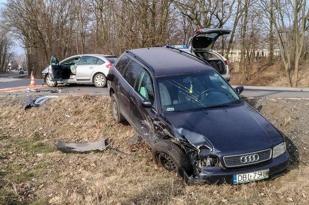 Wypadek na Kościuszki: zderzyły się dwa auta. Trzy osoby ranne