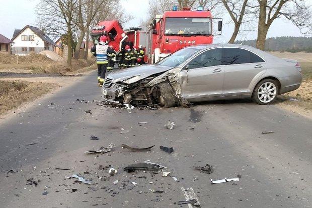 Dwa auta zderzyły się koło Brzeźnika. Jedna osoba ranna