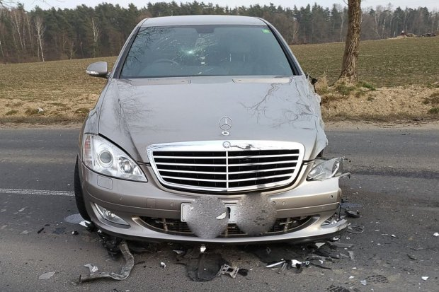 Jechał autem mimo cofniętych uprawnień i spowodował kolizję