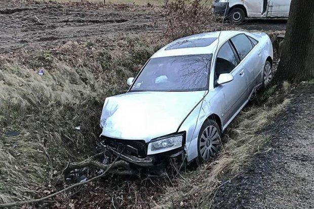Wypadek w Mierzwinie. Zderzyły się dwa Audi, jedna osoba ranna