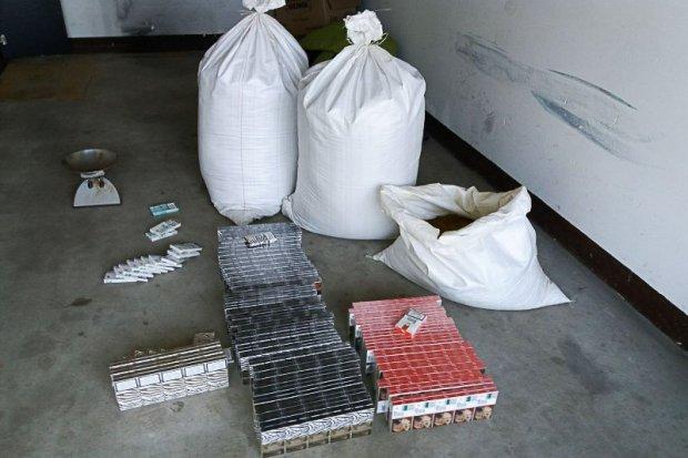 Handlował nielegalnym tytoniem. Wpadł z 550 paczkami papierosów i 50 kg krajanki