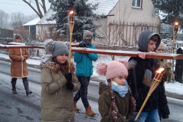 Droga krzyżowa w intencji diecezji legnickiej w Nowej Kuźni
