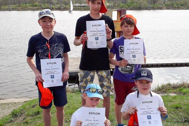 Młodzi żeglarze z Bolesławca: udany początek sezonu regatowego