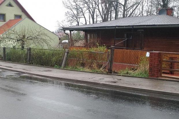 18-latek pożyczył auto od cioci i wjechał w ogrodzenie przy Góralskiej