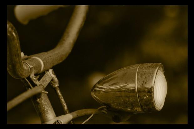 Slalomem po A4. Na... rowerze i bez świateł!