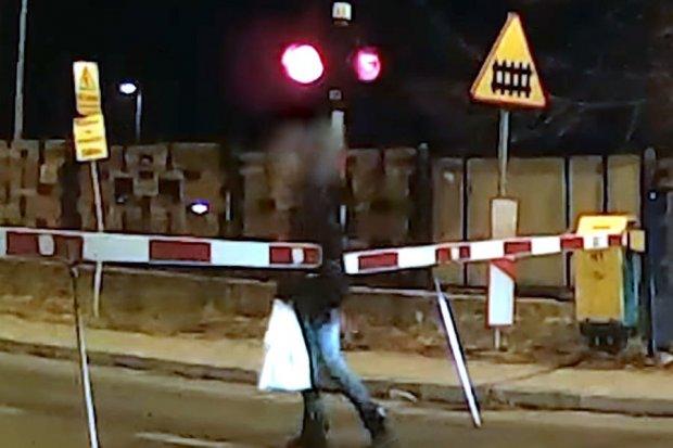 Niecierpliwa na przejeździe kolejowym. 9 osób zginęło w podobnych okolicznościach