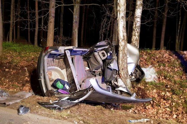 Tragiczny wypadek samochodowy koło Parowej, wezwano helikopter