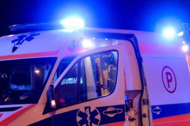 Parzyce: kierująca peugeotem uderzyła w słup. Dwie osoby ranne