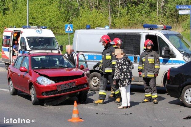 Zderzenie Skody z Renault na skrzyżowaniu Cieszkowskiego z Modłową