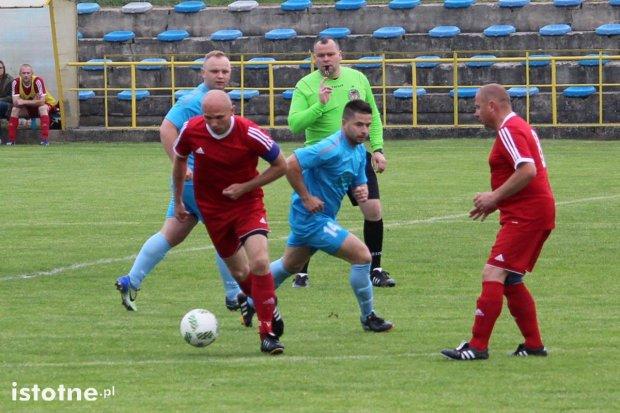 Nowogrodziec i Łaziska wygrały swoje mecze. Kto wywalczy awans do okręgówki?