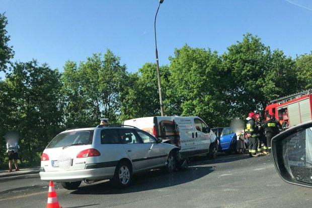 Kolizja trzech aut na Nila. 21-latka z gminy Nowogrodziec z 300-zł mandatem