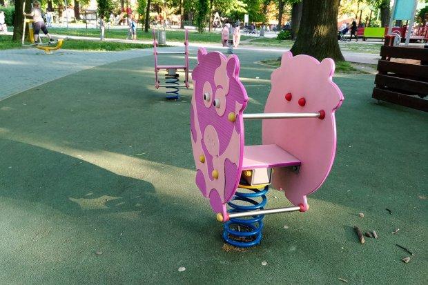 Kto może się bujać na huśtawkach w parku, który nigdy nie był Waryńskiego?