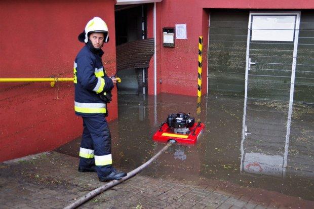 Gwałtowne burze w powiecie: ponad 180 interwencji strażaków