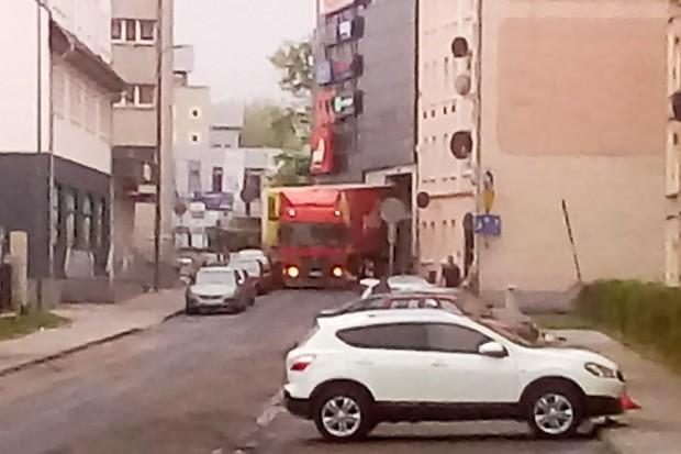 Kierowca tira zahaczył citroëna na Polnej