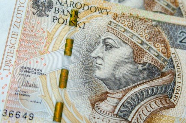 61-letnia kobieta padła ofiarą fałszywego policjanta. Straciła ponad 16 tys. zł