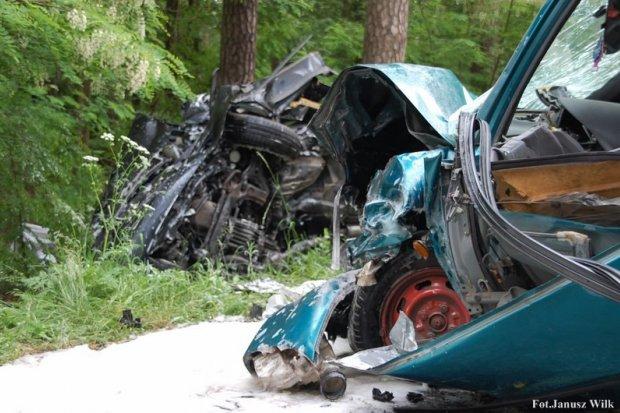 Pijany 37-latek spowodował ciężki wypadek za Dobrą. 72-latkę zabrał śmigłowiec