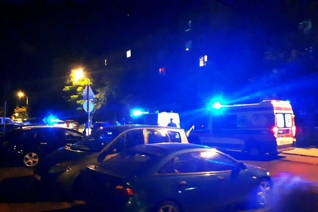 Auto ścięło dwa znaki na Starzyńskiego