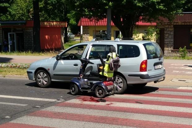 Potrącenie osoby niepełnosprawnej na pasach przy Alei Tysiąclecia
