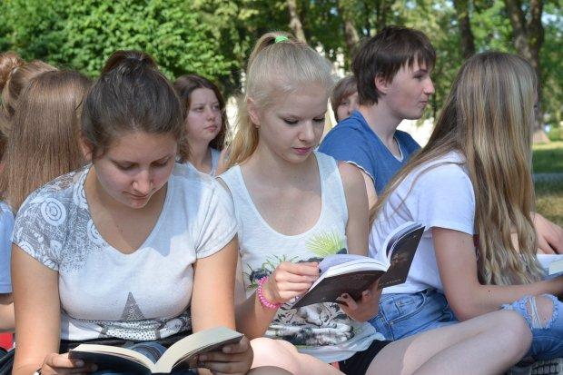 Jak młodzież nie czyta, jak czyta! Świetna akcja ponownie w ZSOiZ!