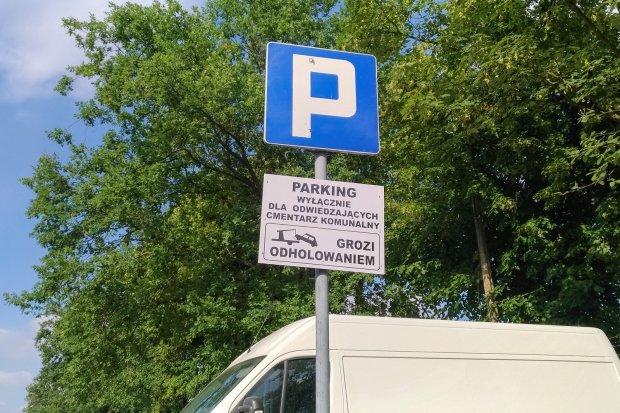 Parking przy cmentarzu jednak tylko dla odwiedzających nekropolię