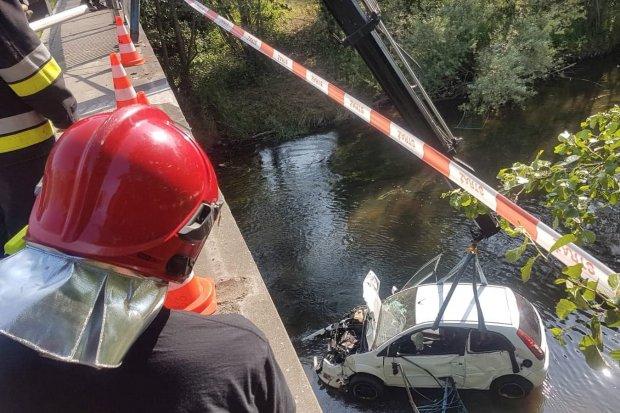 Samochód wpadł do rzeki
