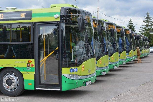 MZK ma za małe autobusy? Młodzież jadąca do szkół się już nie mieści?