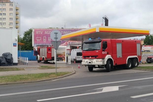 Akcja straży pożarnej na stacji paliw