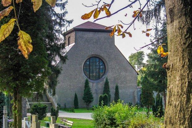 Będzie krzyż za pół miliona na kaplicy cmentarnej w Bolesławcu?