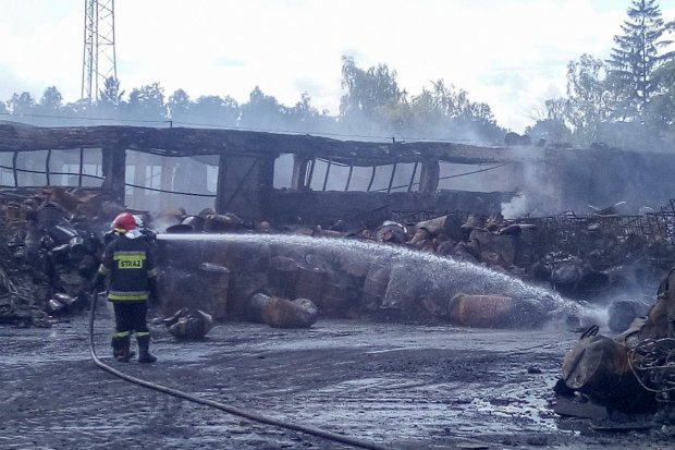Pożar nielegalnego składowiska chemikaliów w pobliżu Polkowic