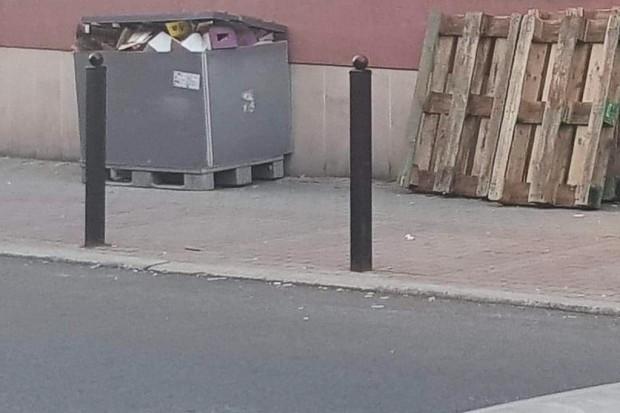 Czytelnika irytują śmieci pod sklepami i fani alkoholu sikający na chodnik