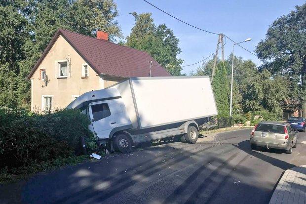 Kolizja dwóch ciężarówek w Ocicach. Sprawca z 250-zł mandatem