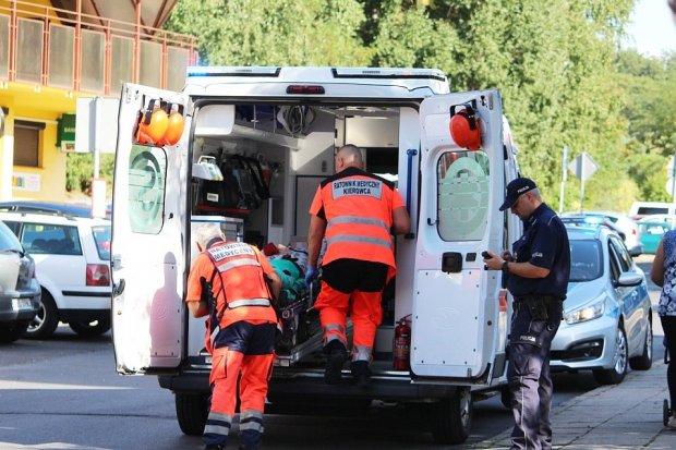 Wypadek na Starzyńskiego. Nieprawidłowo cofał i potrącił 85-latkę