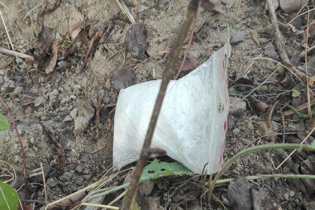 90 gramów amfetaminy ukrył w… chaszczach