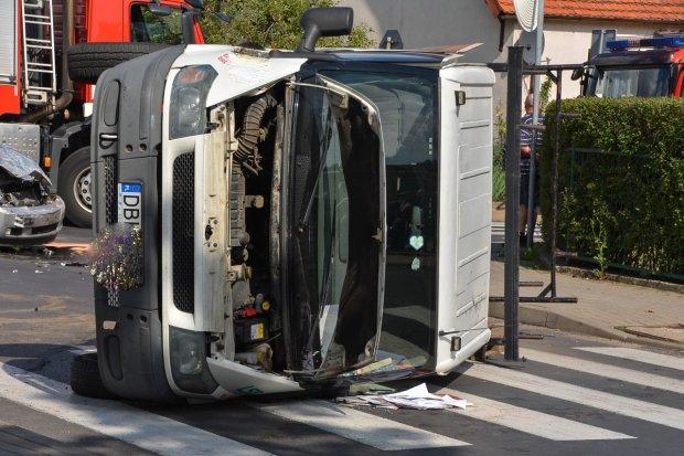 Wypadek na krzyżówce Staszica–Góralska. 64-latek ranny, 27-latek stracił prawo jazdy