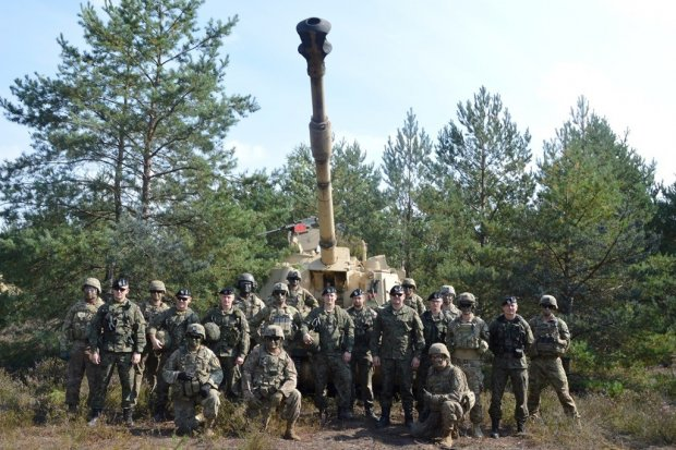 Współpraca polskich i amerykańskich artylerzystów