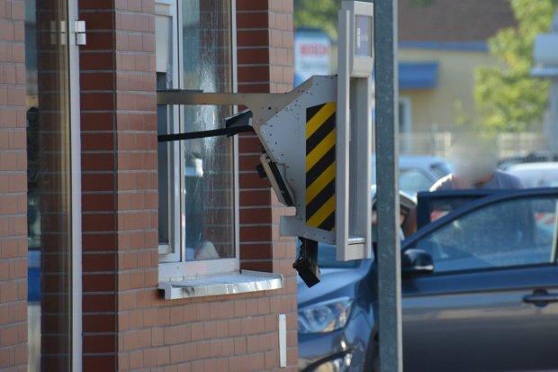 Wysadzili bankomat przy Biedronce na Wróblewskiego. Nic nie ukradli