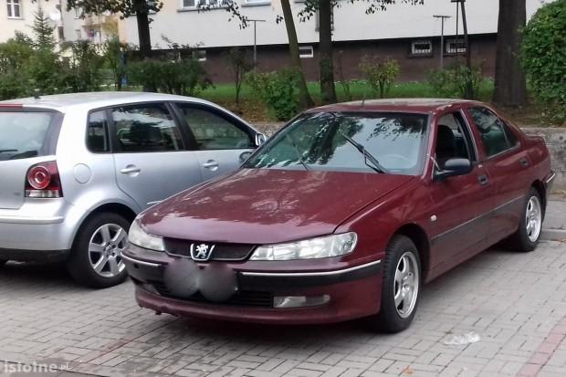 Peugeot bez szyby straszy przy Łasickiej