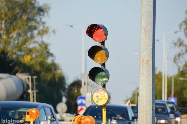 Czytelniczka: niewidoczne światła na rondzie w Kruszynie
